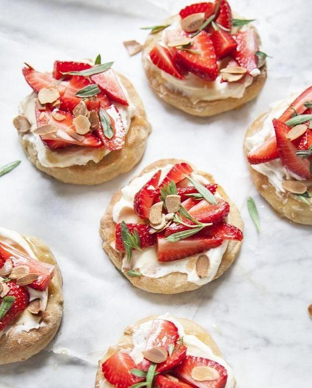 Pizza sucrée fraises et mascarpone