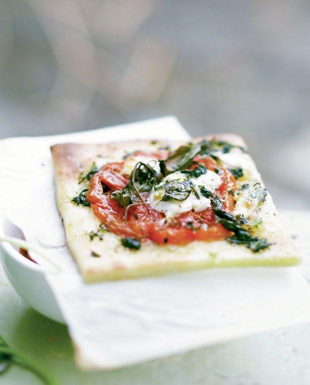 Pizza tomates, mozzarella et pesto