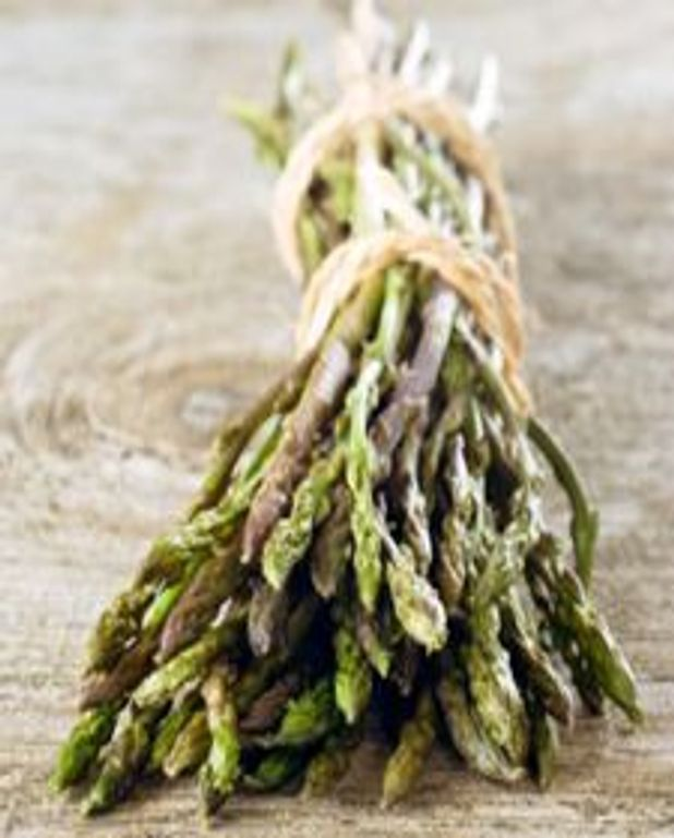 Poêlée d'asperges vertes aux pignons