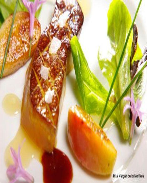 Poêlée de foie gras à la fleur de sel et aux pommes