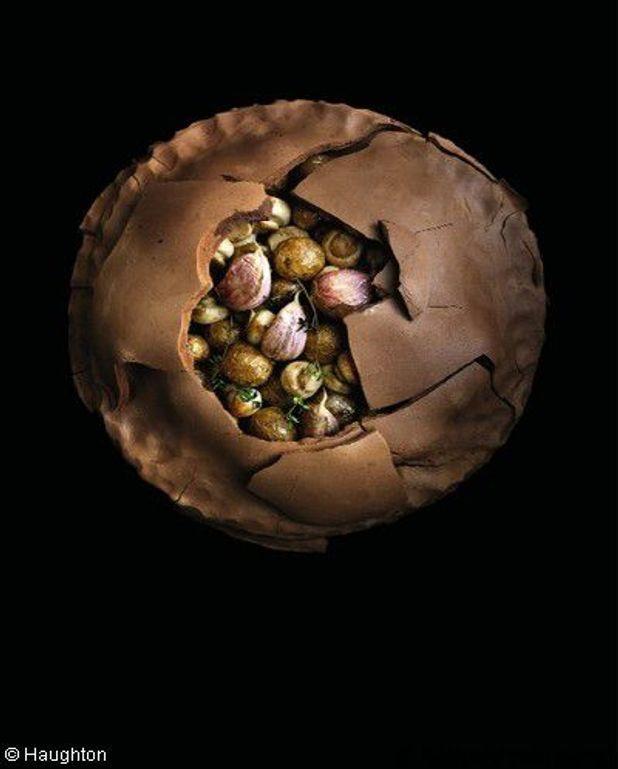 Pommes de terre  et champignons en croûte d'argile