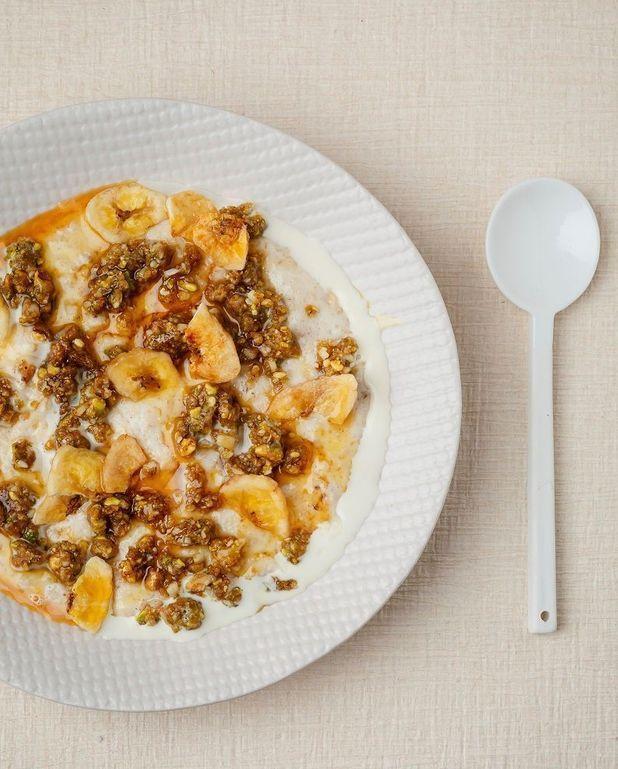 Porridge, crumble fruits secs, miso