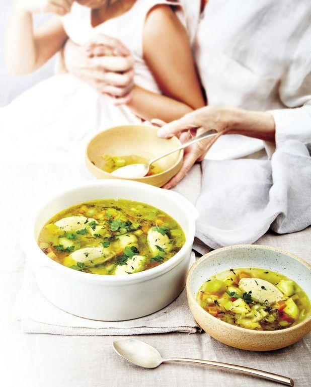 Potage aux légumes et quenelles de volaille
