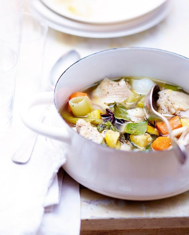 Poulet et légumes au bouillon, sauce aux noix