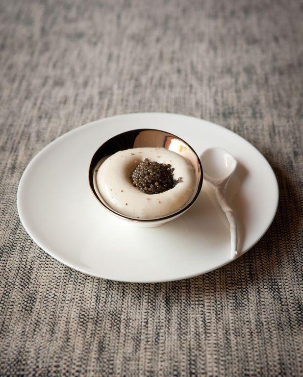 Purée de pommes de terre, reblochon et caviar du chef Emmanuel Renaut