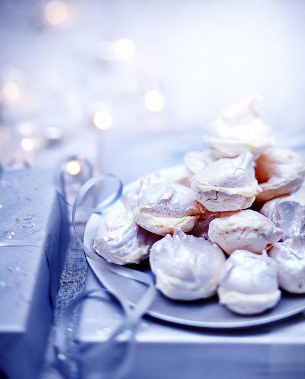 Pyramide de meringues, crème au citron
