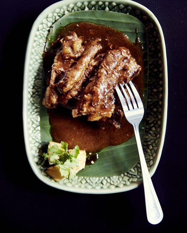 Ribs de porc braisés au tamarin et vin rouge