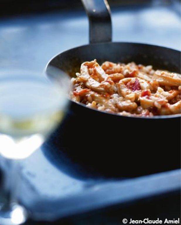 Riz à l'espagnole, calamars et vin blanc