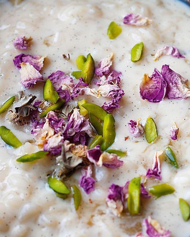 Riz au lait à la cardamome, pistaches et eau de rose