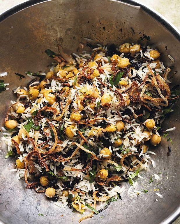 Riz basmati et riz sauvage aux pois chiches, raisins secs et herbes