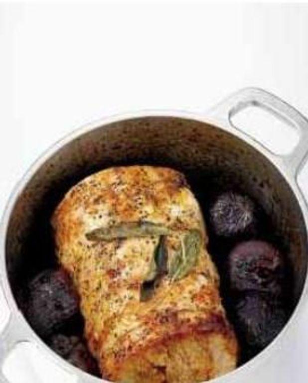 Rôti de porc à la sauge et aux oignons