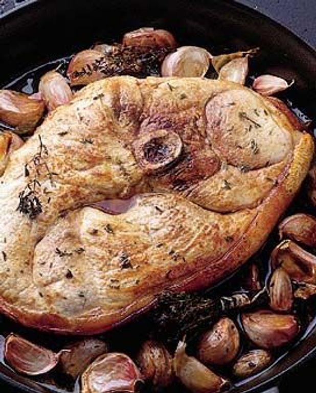 Rouelle de porc aux gousses d'ail