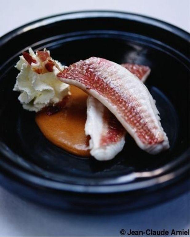 Rougets grondin « soupe de poisson », chantilly fumée au lard