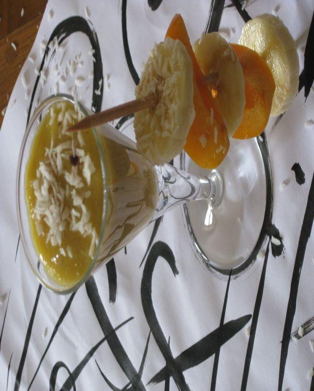 Sabayon coco-banane et sa brochette de fruits frais