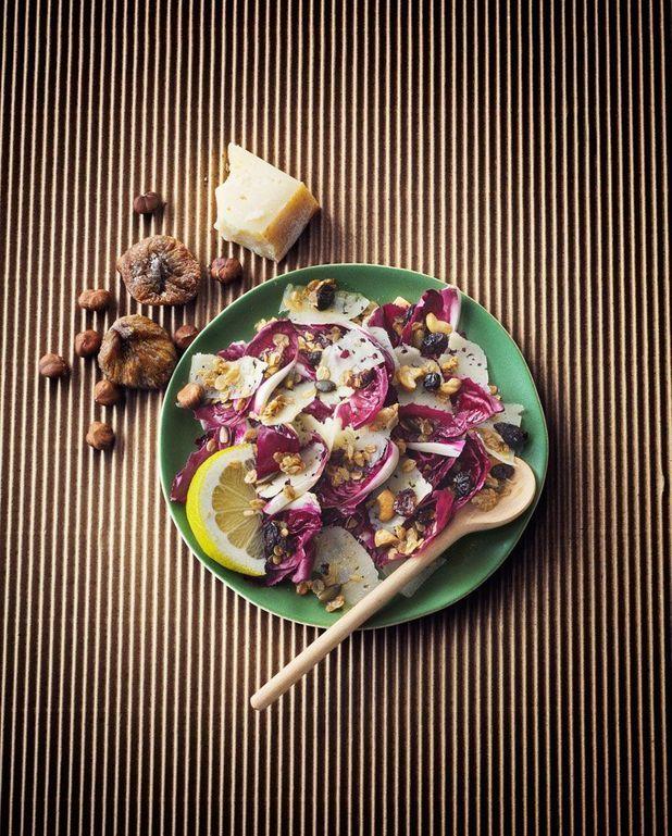 Salade, brebis et granola salé