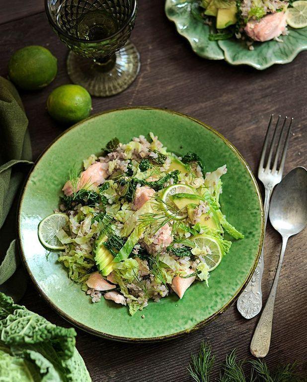 Salade chou vert, kasha, saumon et avocat