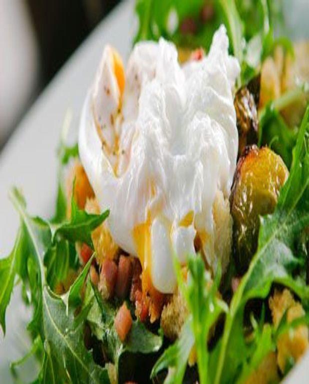 Salade d'oeufs pochés au foie gras