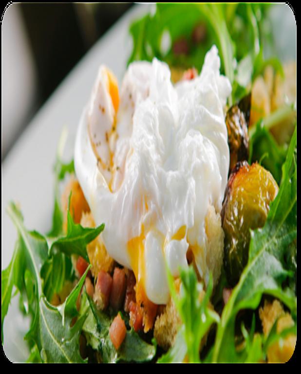 Salade d'oeufs pochés aux copeaux de foie gras