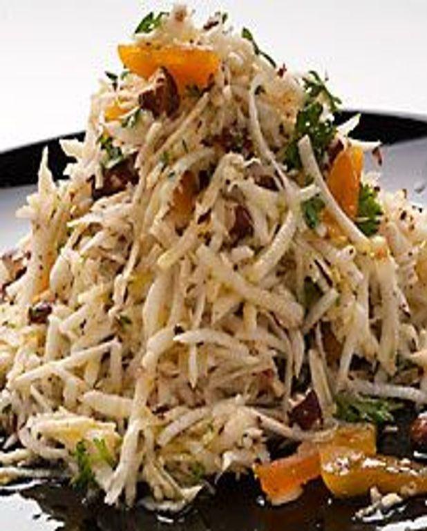 Salade de céleri rave aux abricots et noisettes