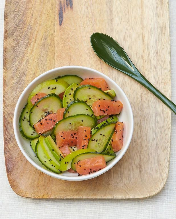 Salade de concombre, saumon et avocat