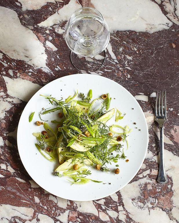 Salade de fenouil, poire, parmesan et noisettes