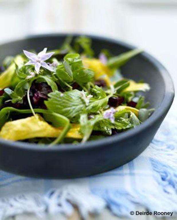 Salade de fleurs et légumes croquants