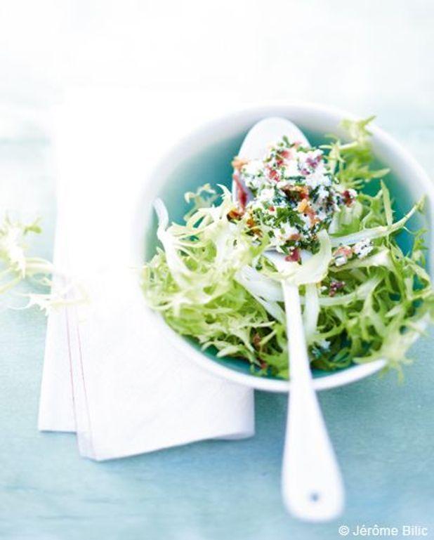 Salade de fromage frais et lard croustillant