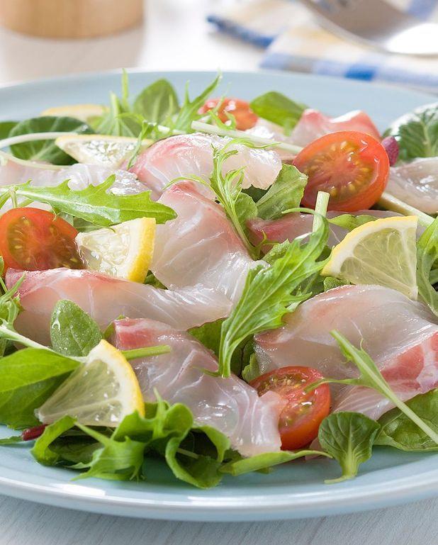 Salade de graines germées aux fruits, tartare de dorade