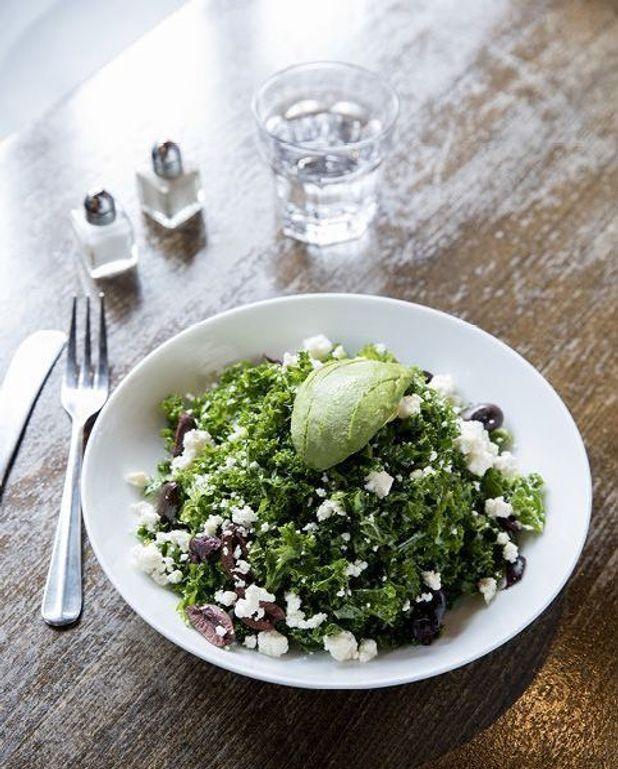 Salade de kale et vinaigrette au citron
