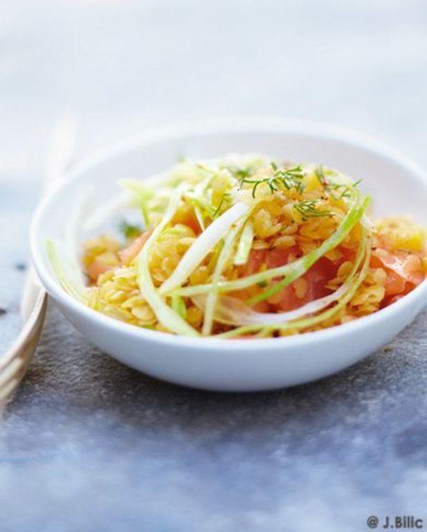 Salade de lentilles corail, de fenouil, de saumon et d'oignon à l'aneth