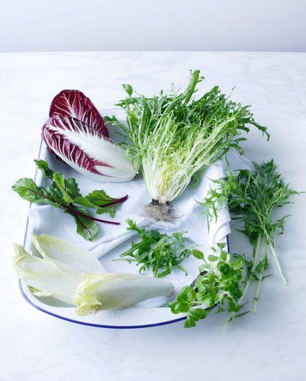 salade de pissenlits pour 6 personnes recettes elle table. Black Bedroom Furniture Sets. Home Design Ideas