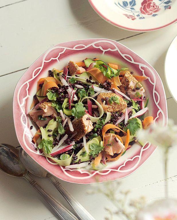 Salade de saumon au sésame et légumes crus