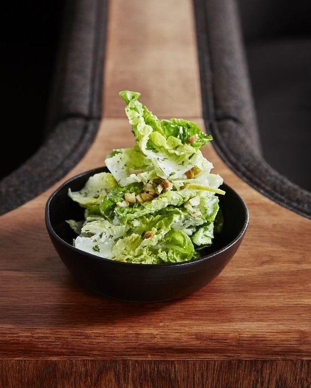 Salade de sucrine, sauce crémeuse à l'estragon