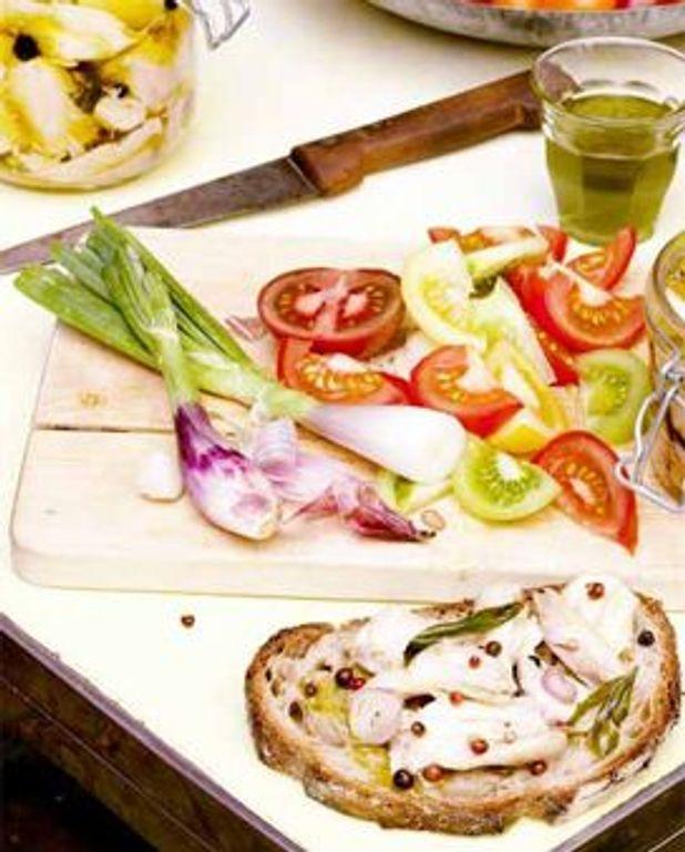 """Salade de tomates multicolores et """"huilaigrette"""" au basilic"""