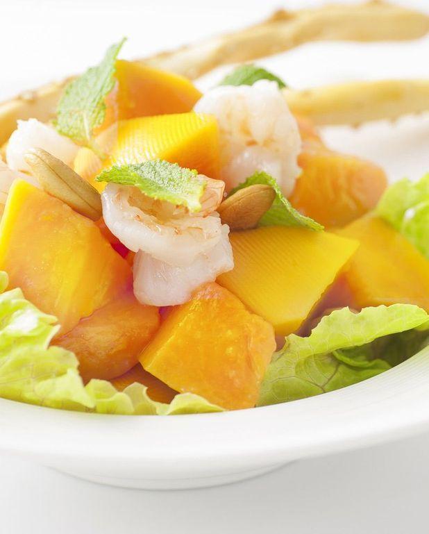 Salade vietnamienne d'ananas et de gambas