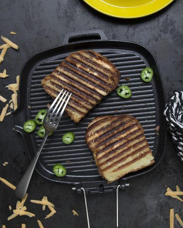 Sandwich grillé cheddar-piment