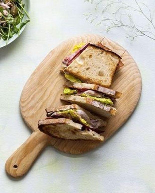 Sandwichs au rôti de veau, bacon et raifort