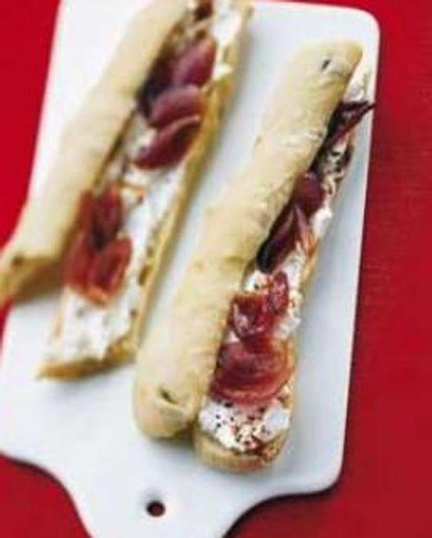 Sandwichs chèvre-pétales d'oignons