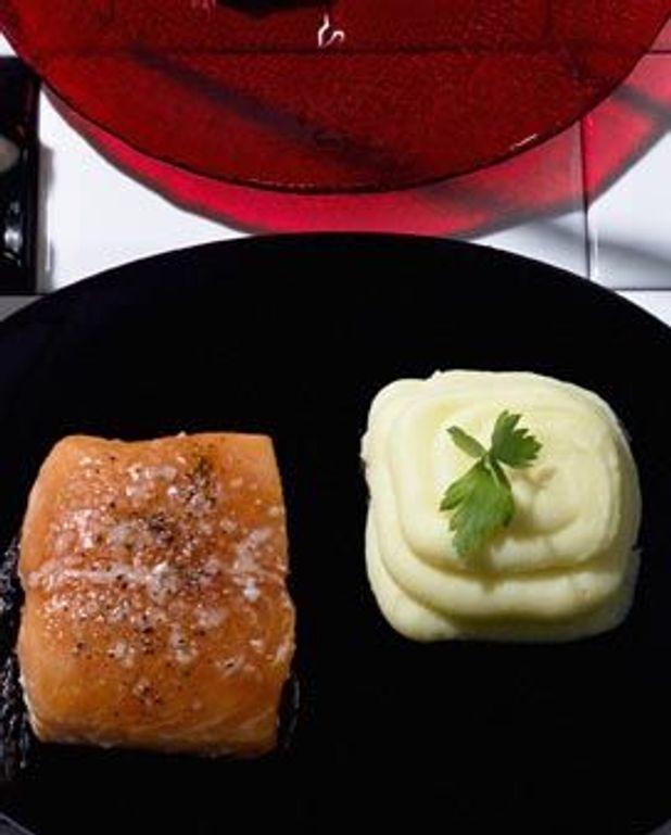 Saumon à l'unilatérale et purée à la Robuchon