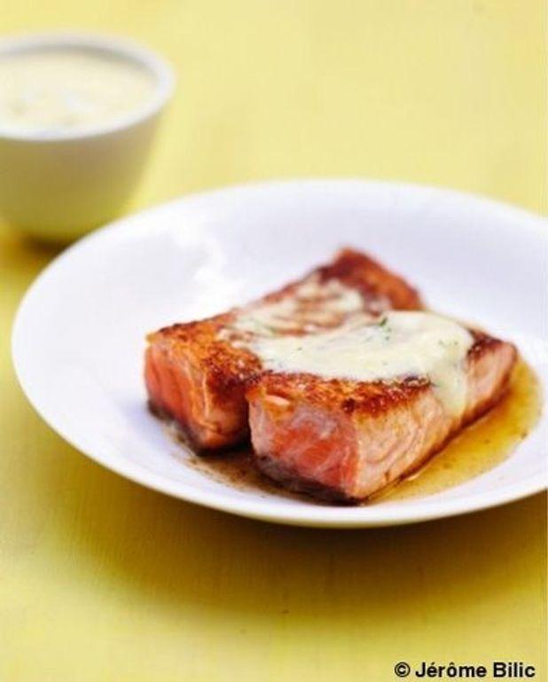 Saumon grillé au miel, sauce hollandaise à l'aneth