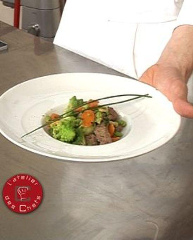 Sauté d'agneau, pignons et chou romanesco