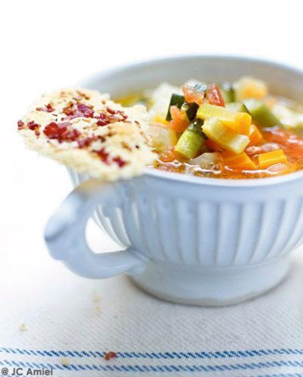 Soupe au pistou, tuiles de grana padano