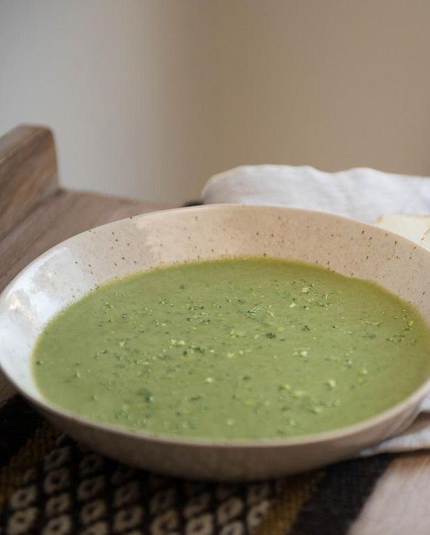Soupe aux courgettes et au lait d'amandes