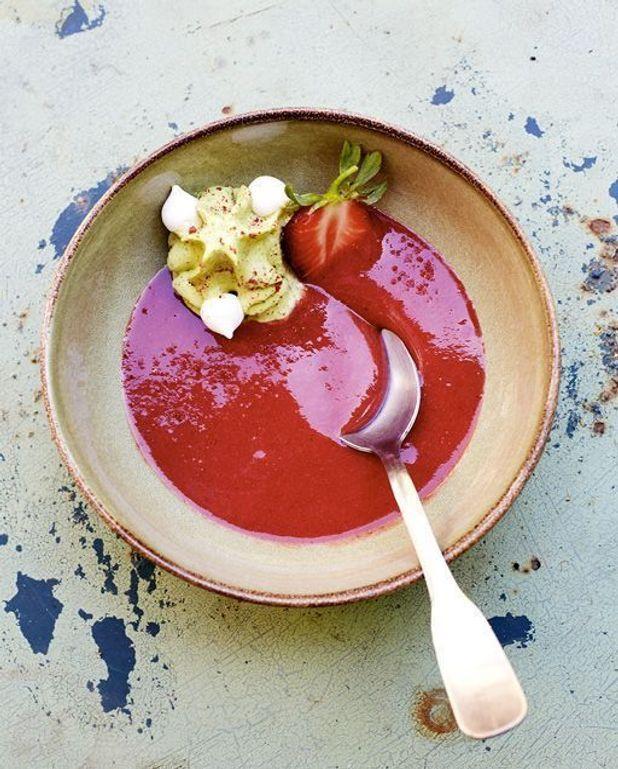 Soupe de fraises, chantilly au basilic