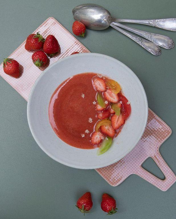 Soupe de fraises et tomates au sirop de fleur de sureau