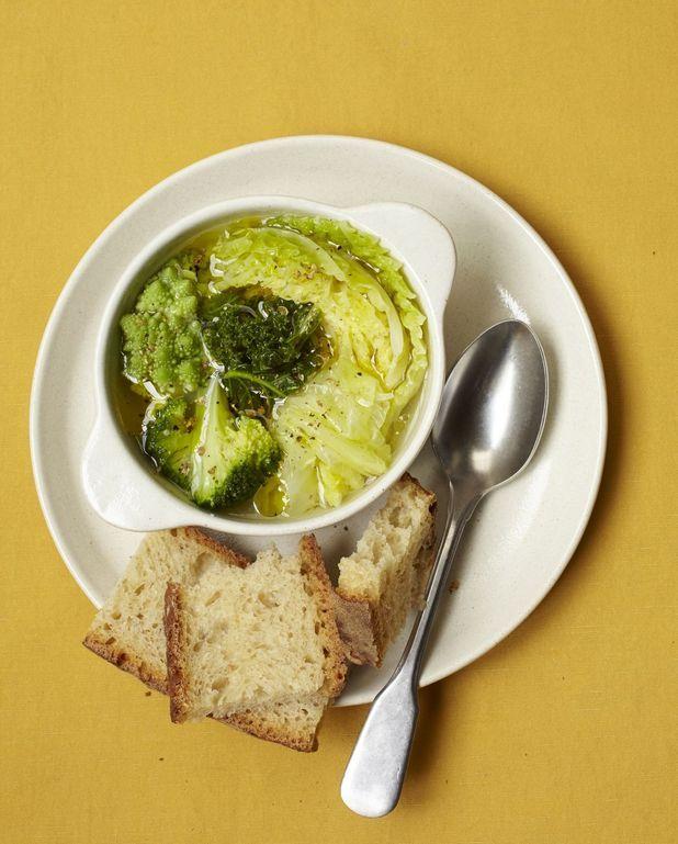 Soupe kale, brocoli, chou vert et chou romanesco