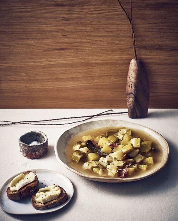 Soupe poireaux et pommes de terre, tartines de reblochon