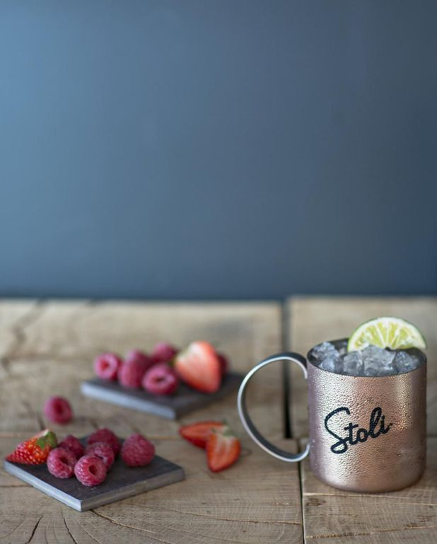Cocktail Stoli very berry mule