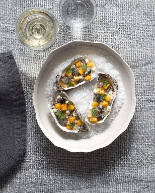 Tartare d'huîtres, mangue et céleri