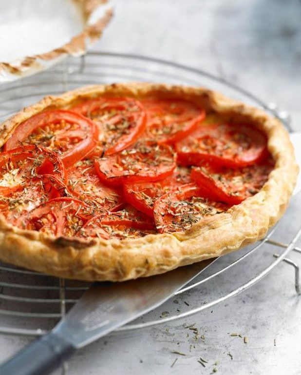 Tarte aux tomates, cantal et moutarde